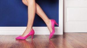 Chodzenie na szpilkach - jak wpływa na zdrowie kobiety?