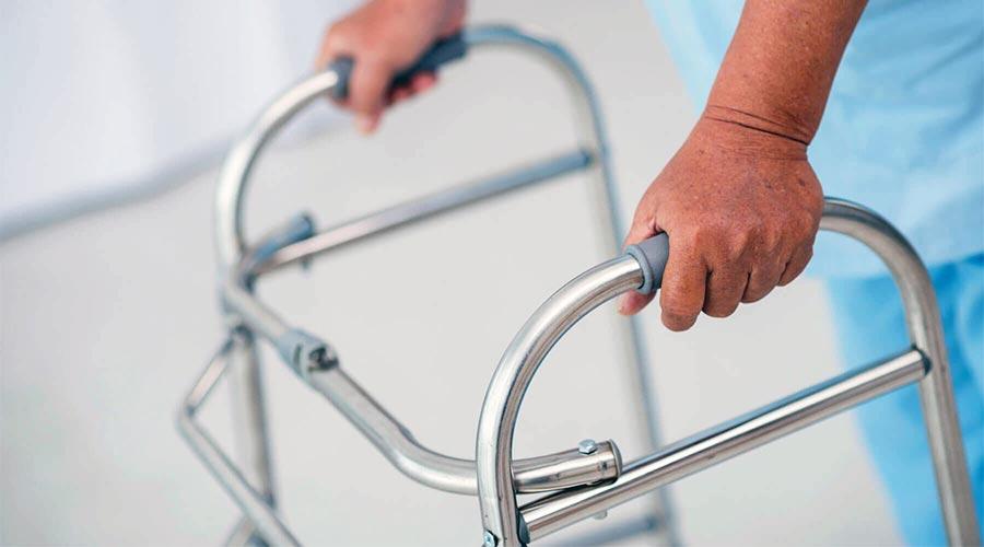 Pionizacja pacjenta i nauka chodzenia