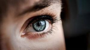 Jak pozbyć się zmarszczek pod oczami?
