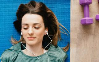 Domowy kącik do ćwiczeń – w czym jest lepszy od karnetu na siłownię?