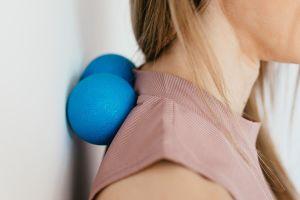 Domowe sposoby na bóle mięśni i stawów: 7 naturalnych metod łagodzenia dolegliwości